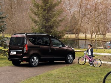 Neues Farbenspiel bei Dacia: Turmalin-Braun und Kosmos-Blau