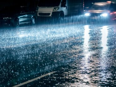 Autofahren im Regen: Die zehn wichtigsten Tipps