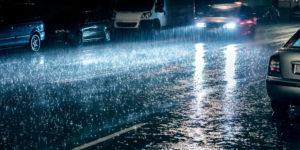 Autofahren bei Regen: Mit diesen zehn Tipps kommen Sie sicher an