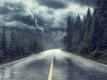 Autofahren bei Gewitter: Vorsicht bei Blitz und Donner