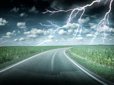 Autofahren bei Sturm und Unwetter: Achtsamkeit bei Gewitter