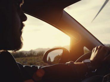 Tiefstehende Sonne: Fahrtipps für den sicheren Durchblick